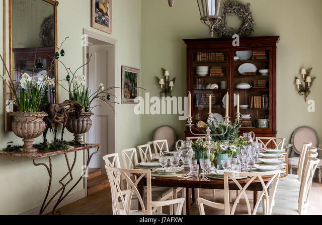 Planters France Stock Photos amp Planters France Stock  : spacious dining area the eighteenth century mahogany table is laid j7afxw from www.alamy.com size 640 x 447 jpeg 65kB