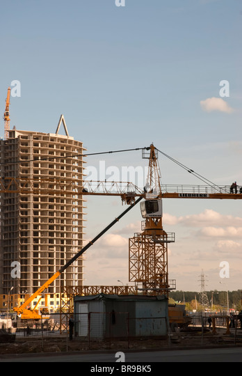 The elevating crane on the blue sky background - Stock Image