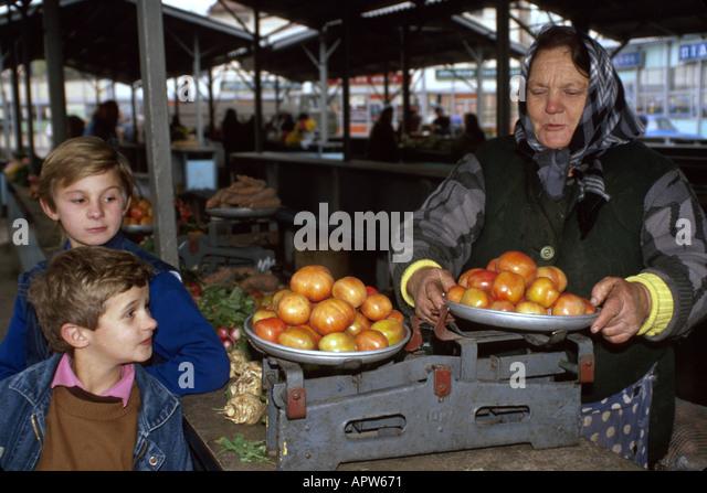 Ukraine Eastern Europe Lviv Lvov open market tomatoes vendors - Stock Image