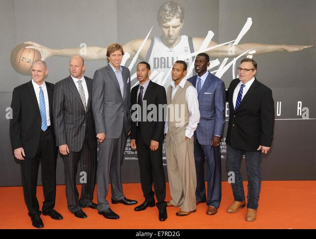 NBA coach Rick Carlisle (L-R), NBA player Brian Cardinal, Dirk Nowitzki, Devin Harris, Monta Ellis, Michael Finley - Stock Image