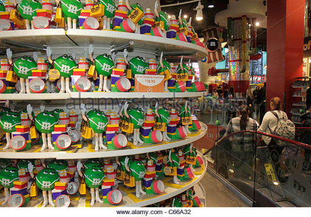 New York New York City NYC Manhattan Midtown Times Square M&M's World theme store business shopping shoppers - Stock Image