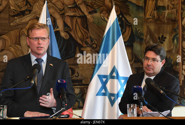 Czech Deputy PM for Science Pavel Belobradek (left) and Israeli Minister for Science Ofir Akunis hold press conference - Stock-Bilder