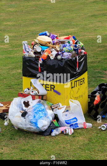 Overflowing litter bin at local event - Stock Image