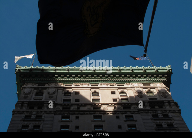 Flags fly high above the classical buildings of New York City and create an interesting interplay of space. - Stock Image