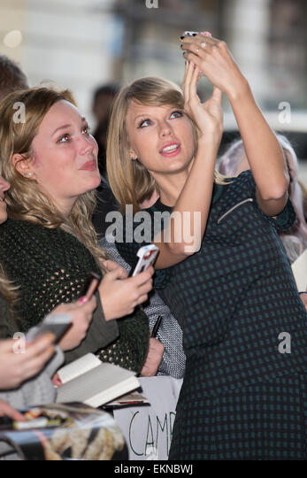 Taylor Swift is greeted by fans outside the BBC Radio 1 studios  Featuring: Taylor Swift Where: London, United Kingdom - Stock Image