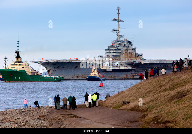 French Aircraft Carrier Clemenceau arrives at Teesmouth for dismantling by Able UK - Stock Image