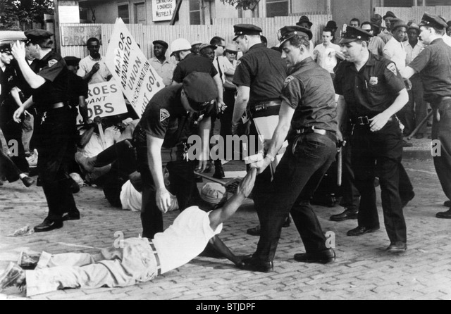 Police attempt to break up demonstration against racial discrimination in jobs at construction site of new Barrington - Stock Image