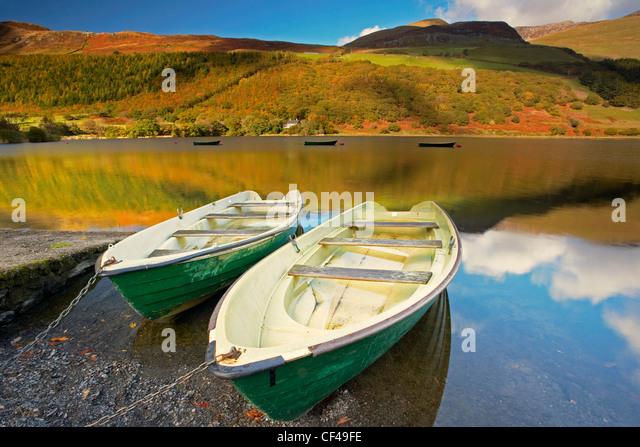 Fishing boats on Tal Y Llyn lake in Snowdonia. - Stock Image