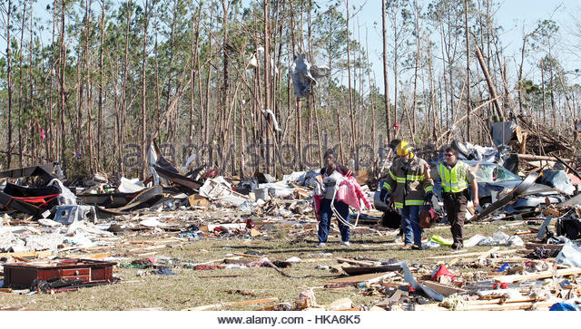 Residents of Sunshine Acres mobile home park search for items with the help of firefighters after being allowed - Stock Image