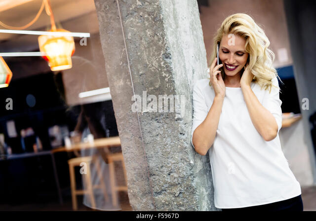 Beautiful woman talking on mobile phone - Stock-Bilder