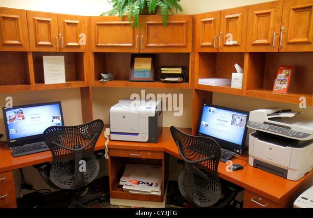Maine Freeport Hilton Garden Inn motel hotel business center centre computer monitor Internet access printer - Stock Image