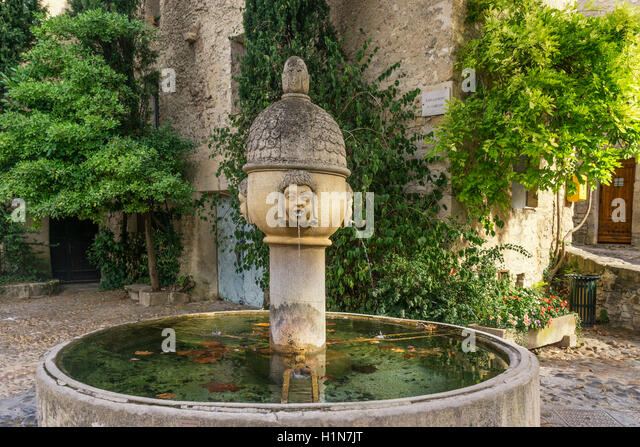 Fountain in old city center of Vaison la Romaine,  Cote du Rhone, Drome, Rhone-Alpes,  Provence, France - Stock Image