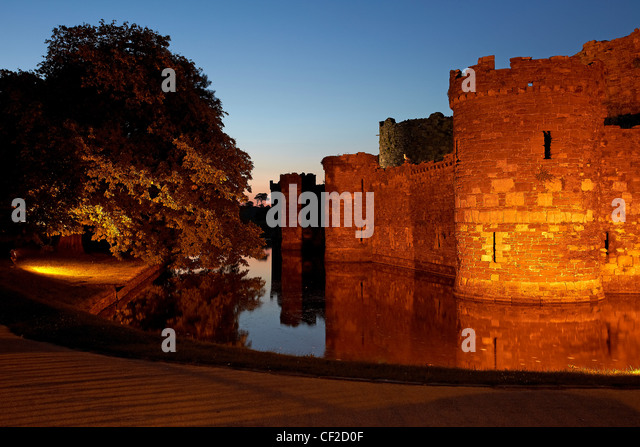 Beaumaris Castle and moat at dusk. The castle was built in 1295 as one of Edward l's 'iron ring' of - Stock-Bilder