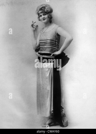 Evening gown of silvery Parisian wool with black velvet belt, circa 1923. Photo: Courtesy Everett Collection - Stock Image