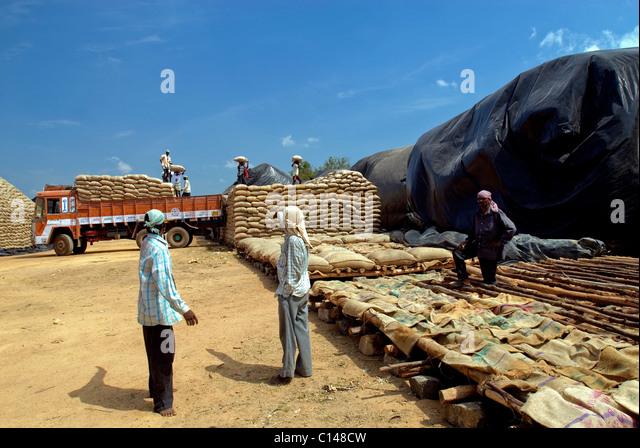 OPEN STORAGE NEAR NEYVELI TAMILNADU - Stock-Bilder