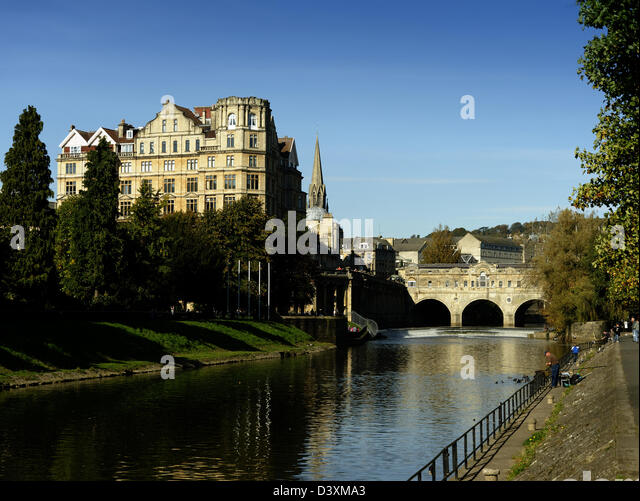 River Avon, the Empire Hotel and Pulteney Bridge, Bath, England - Stock Image