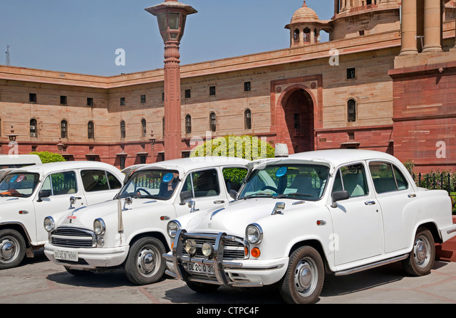 Traditional old fashioned white Indian cars at Rashtrapati Bhavan, official residence of the President of India - Stock Image