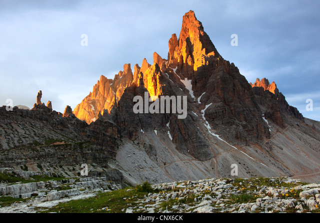 'Paternkofel' (2744 m) at the Dolomites with the top illuminated by morning light, Italy, South Tyrol, Dolomites - Stock Image