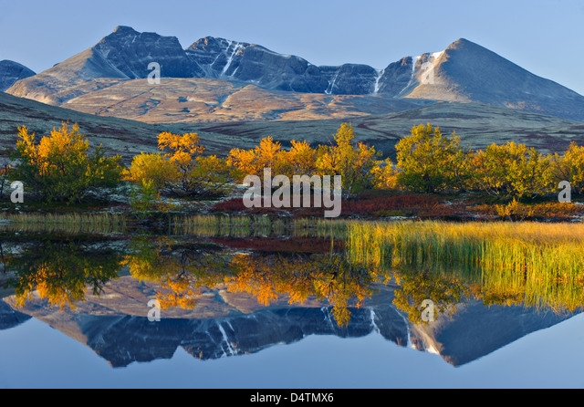 Reflection of Rondslottet mountain. Rondane National park, Norway, Europe - Stock Image