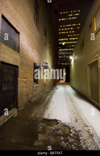 A downtown city alley in winter shot at night - Stock-Bilder