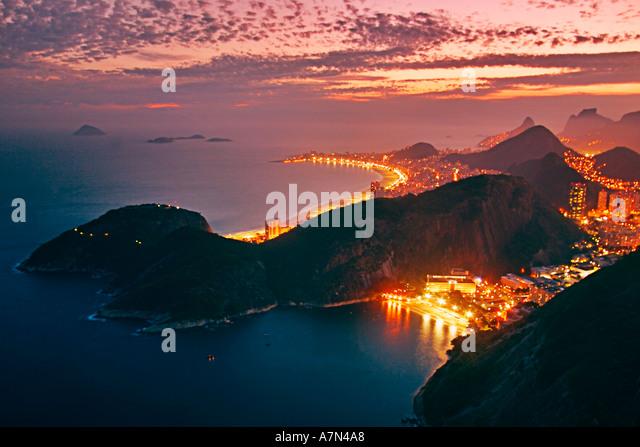 Brasil Rio de Janeiro Pao de Acucar viewpoint panoramic view Copacabana at night - Stock Image