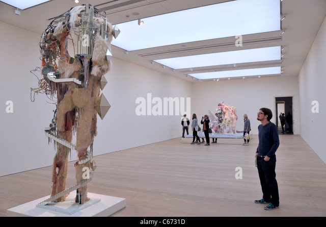 Saatchi Gallery London man admiring sculpture modern art - Stock Image