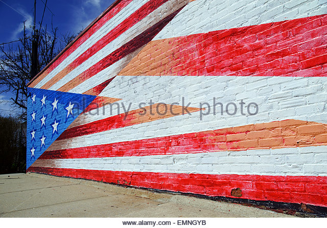 A large mural of the American flag painted on a wall. - Stock Image