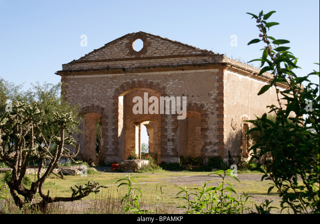 Ruined mining building in the 19th century mining town of Mineral de Pozos, Guanajuato state, Mexico - Stock Image