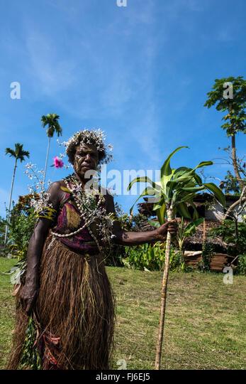 Local woman wearing traditional dress Gingala at Dregerhafen, Papua New Guinea - Stock-Bilder