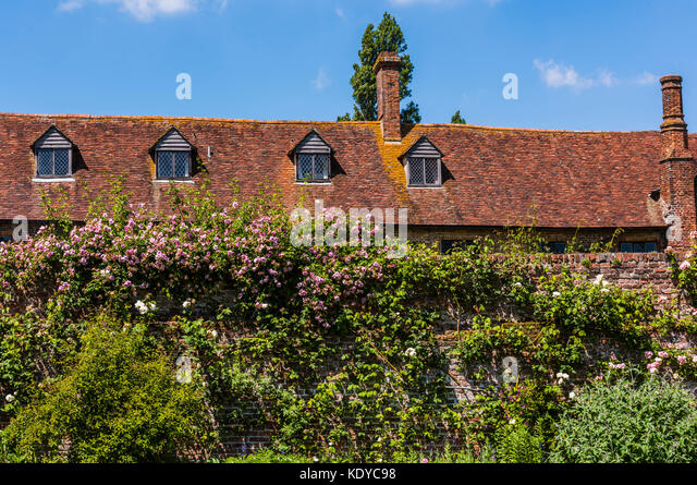 Glorious blue skies and tiled roof at Sissinghurst Gardens, Kent, UK - Stock Image