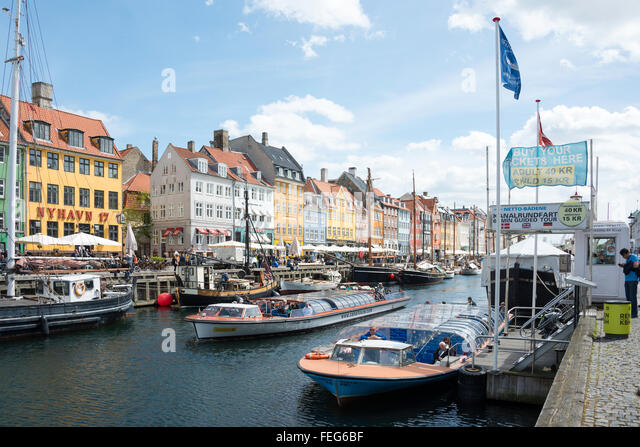 Sightseeing cruise boats on 17th century waterfront, Nyhaven Canal, Copenhagen, Hovedstaden Region, Kingdom of Denmark - Stock Image