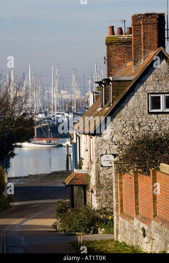 The Anchorage, Shore road, leading down to Warsash waterfront, Southampton, Hampshire, England, UK - Stock-Bilder