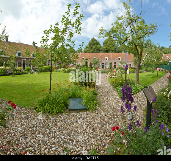 Netherlands, Holland, Europe, Edam, court yard, city, village, flowers, summer, garden, - Stock Image