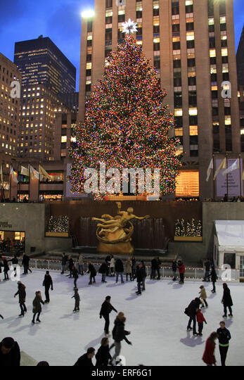 New York City landmark, Ice skaters and tourists on December 5, 2011, visit the famous Rockefeller Center Christmas - Stock Image