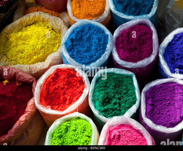 Bags of coloured powder at an Indian street market. Andhra Pradesh, India - Stock-Bilder
