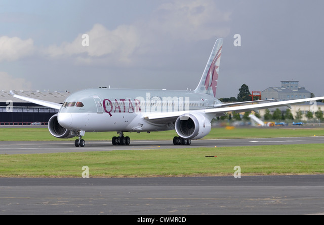 Boeing 787 Dreamliner in the colours of Qatar Airways begnning its take-off run at Farnborough International Airshow - Stock Image