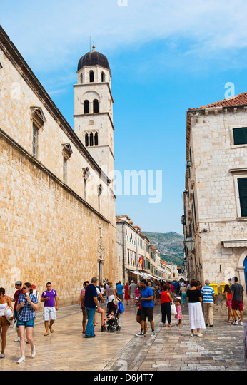 Tourists on Stradun and the Franciscan Monastery, Dubrovnik Old Town, UNESCO World Heritage Site, Dubrovnik, Croatia, - Stock Image
