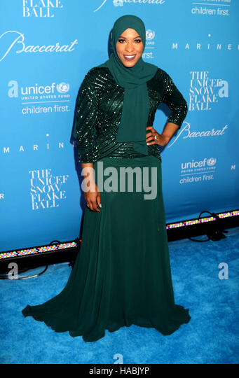 New York, USA. 29th Nov, 2016. Olympic Sabre Fencer for USA IBTIHAJ MUHAMMAD attends the UNICEF's 12th Annual - Stock-Bilder