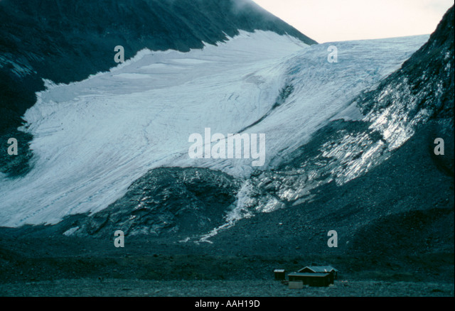 Isfallsglacier (Icefall Glacier) and Tarfala Research Station, Kebnekaise, Lappland, Norrbottens Län, arctic - Stock Image