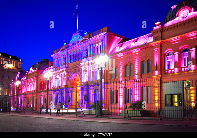 """Pink House"" (National Government presidential Palace) at twilight, with new font at entrance. Plaza de Mayo, Buenos - Stock Image"
