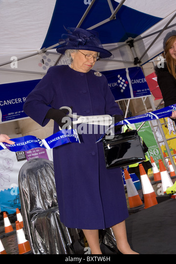 a queen Elizabeth II impressionist opens the start of the great Christmas pudding race in Covent garden - Stock Image