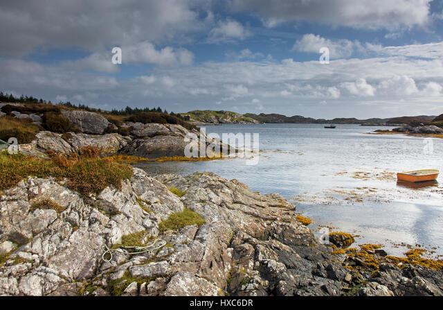 Tranquil view of craggy rocks and water, Golden Road, Harris, Outer Hebrides - Stock Image