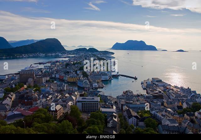 Norway Scandinavia ale sound town city houses homes harbour port Ueberischt midnight sun sea travel holidays vacation - Stock-Bilder