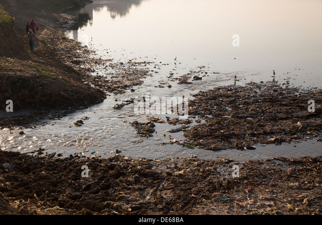 India, Uttar Pradesh, Agra, pollution in Yamuna river at Taj Mahal - Stock Image