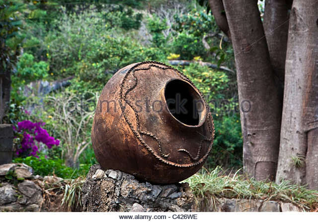 Peru, Chachapoyas, Estate Estancia Chillo. Old pitcher in garden. - Stock Image