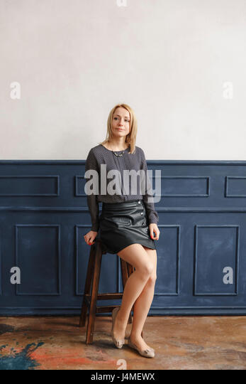 Portrait of Middle Eastern woman sitting on stool - Stock-Bilder