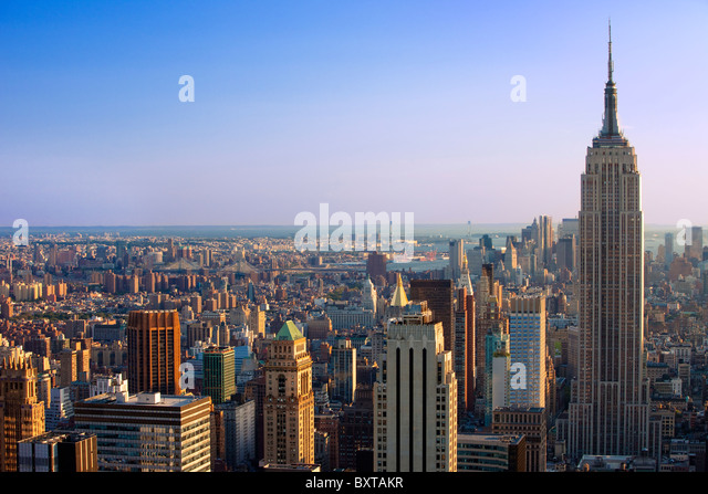 Late afternoon view of the Empire State building and the skyline of Manhattan, New York City USA - Stock-Bilder