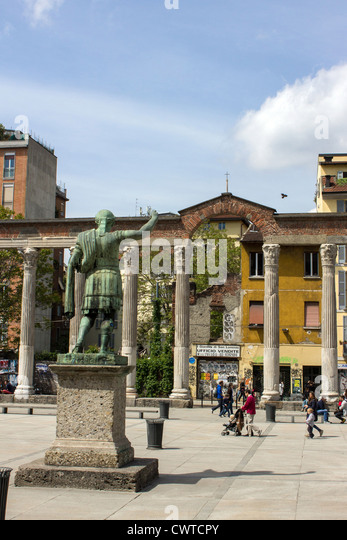 Italy, Lombardy, Milan, statue of roman emperor Costantino and Colonne di San Lorenzo - Stock Image