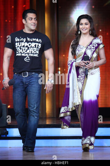 Bollywood actor Salman Khan Madhuri Dixit sets of Jhalak Dikhla Jaa as he promote his upcoming film Ek Tha Tiger - Stock-Bilder