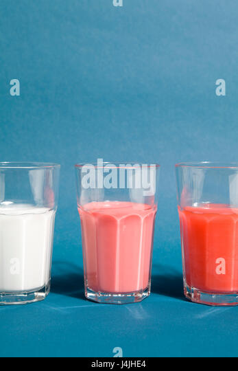 set of gradient cocktail in beer glasses on a blue background - Stock Image